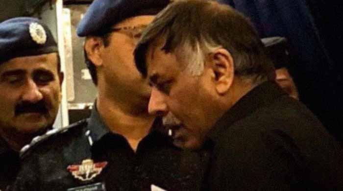 نقیب قتل کیس: راؤ انوار 30 روزہ جسمانی ریمانڈ پر پولیس کے حوالے
