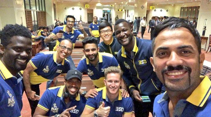 فائنل کھیلنے پشاور زلمی کی ٹیم کراچی پہنچ گئی