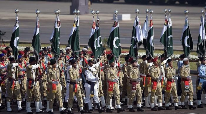 یوم پاکستان کی مرکزی تقریب اسلام آباد میں جاری، مسلح افواج کی شاندار پریڈ