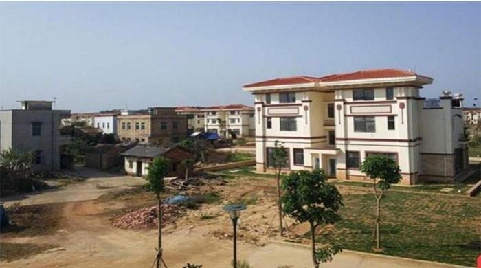 چینی گاؤں کے باسی لالچ کےباعث بلامعاوضہ ملنے والے پُرتعیش گھروں سے محروم