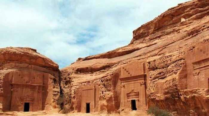 سعودی عرب میں دو پہاڑ کاٹ کر بنایا گیا دنیا کا سب سے بڑا عجائب گھر