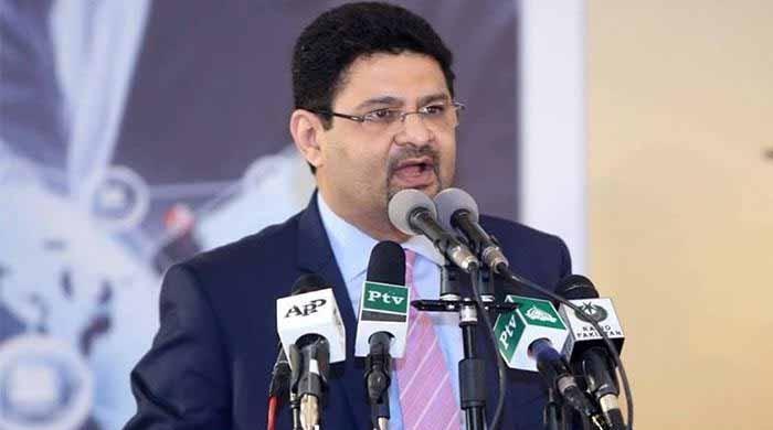 ملک کی معاشی ترقی کی رفتار سے مطمئن نہیں: مشیر خزانہ