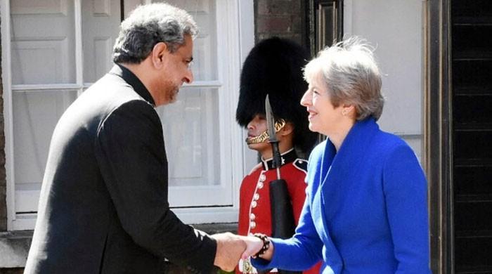 وزیراعظم شاہد خاقان عباسی کی برطانوی ہم منصب کے استقبالیے میں شرکت