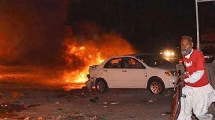 کراچی حیدرآباد موٹروے پر کار حادثہ، نوبیاہتا جوڑے سمیت 7 افراد جاں بحق