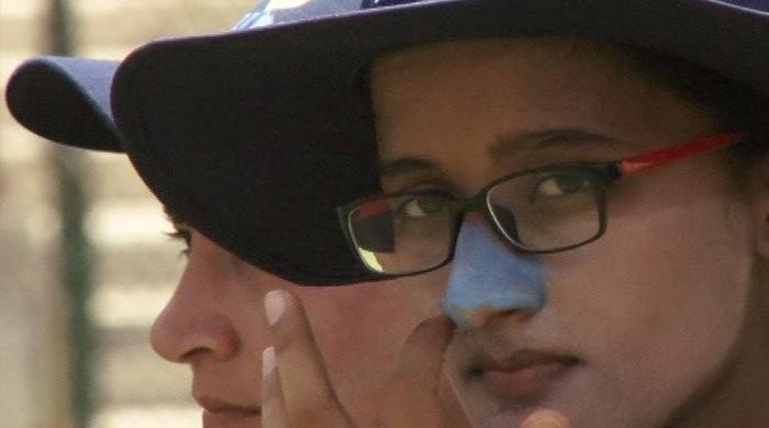 رنگت کی خرابی اور ہیٹ اسٹروک سے بے خوف پاکستان کی خواتین کرکٹرز