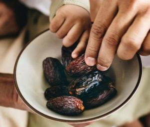 سحر و افطار میں کھجور کھانا کیوں مفید ہے؟