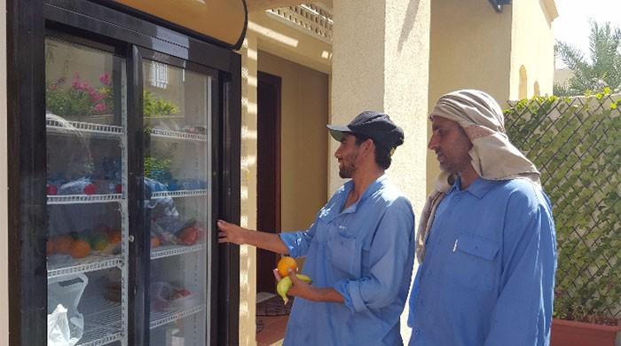 رمضان شیئرنگ فریج: دبئی میں ضرورت مندوں کو سحر و افطار کرانے کا انوکھا انداز