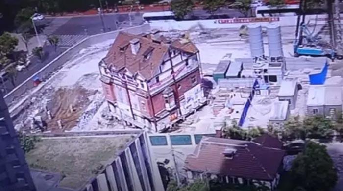 چین: 98 سالہ قدیم عمارت کو 90 ڈگری کے زاویئے پر گھما دیا گیا