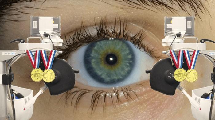 برطانیہ میں پہلی بار روبوٹ سے انسانی آنکھ کی کامیاب سرجری