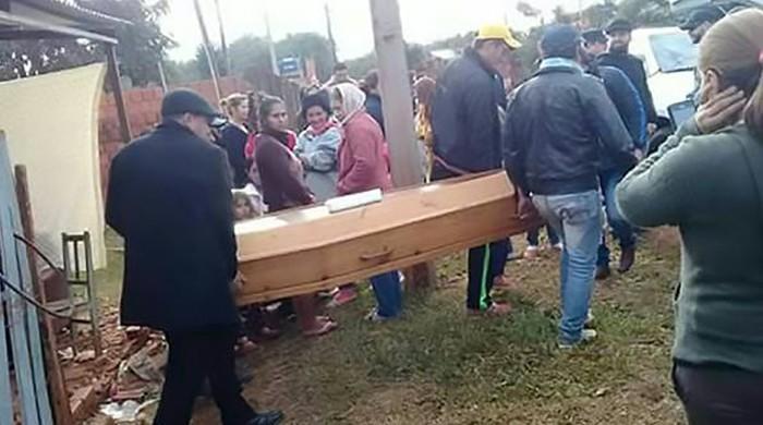 پیراگوئے میں 20 سالہ نوجوان کی اپنے ہی 'جنازے' میں شرکت