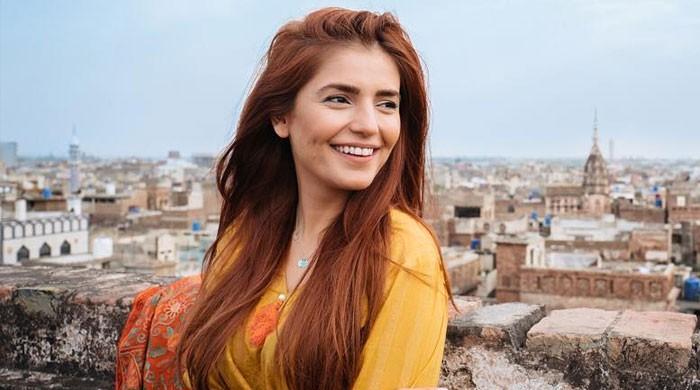 چاہتی ہوں دنیا خوبصورتی کے بجائے مجھے میرے کام سے پہچانے، مومنہ مستحسن