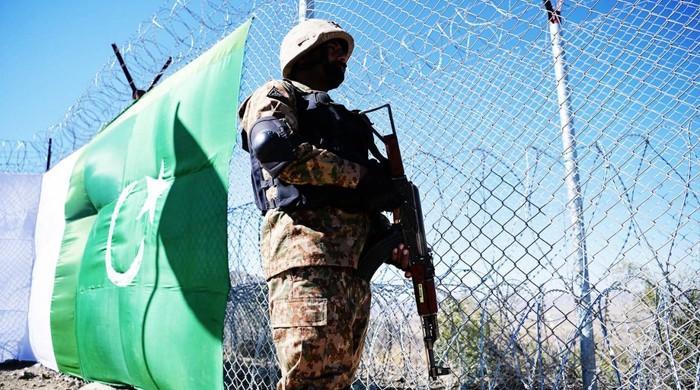 افغان سرحد پر باڑ لگانے والے جوانوں پر سرحد پار سے فائرنگ، سپاہی نیاز شہید