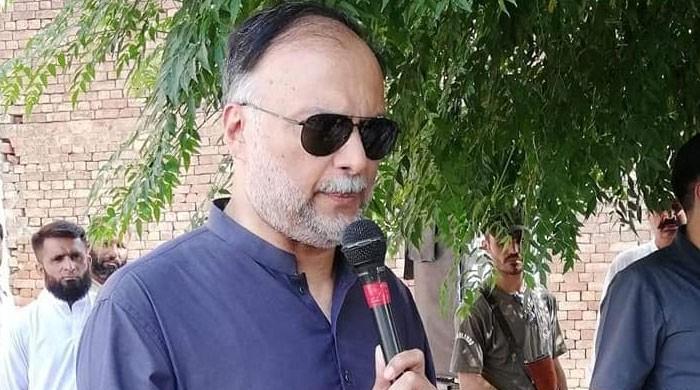 پاکستان ایٹمی قوت ہے جو کسی اناڑی کے حوالے نہیں کیا جاسکتا، احسن اقبال
