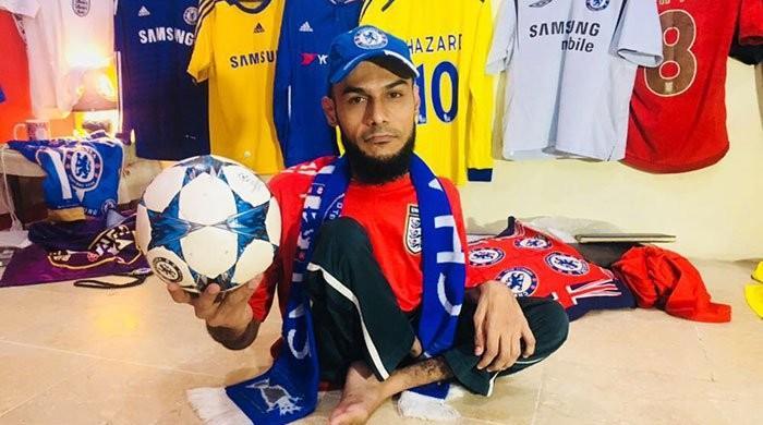 پولیو کا شکار کراچی کا محمد شعیب بھی فٹبال ورلڈ کپ کا دیوانہ