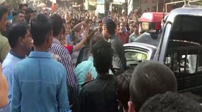 لیاری میں بلاول بھٹو کی ریلی پر پتھراؤ، مظاہرین کی پیپلز پارٹی کے خلاف نعرے بازی