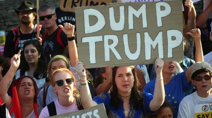 ڈونلڈ ٹرمپ کے دورہ برطانیہ کے موقع پرعوام کی جانب سے شدید احتجاج
