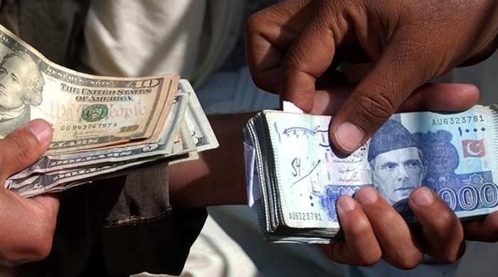 روپے کی قدر میں تاریخی کمی، انٹر بینک مارکیٹ میں ڈالر 127 روپے 99  پیسے پر بند