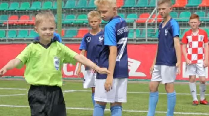 ننھے بچوں کی فیفا ورلڈ کپ فائنل کی دلچسپ نقل