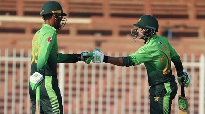 چوتھا ون ڈے: پاکستان کا زمبابوے کو جیت کے لیے 400 رنز کا ہدف