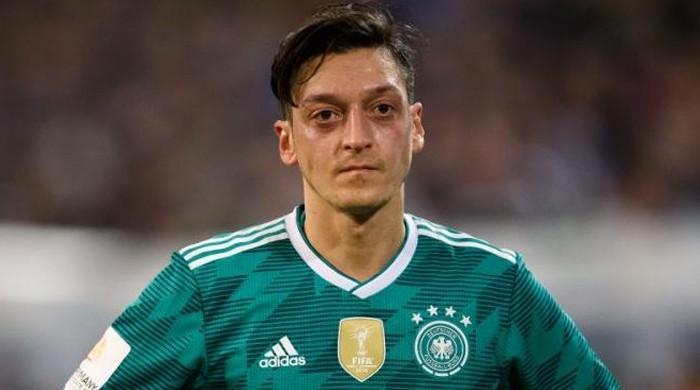 نسل پرستی کا سامنا کرنے پر جرمن اسٹار فٹبالر اوزل کا ریٹائرمنٹ کا اعلان