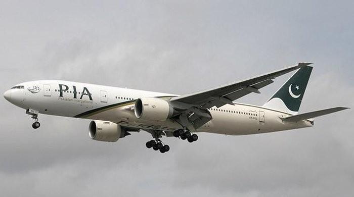 پی آئی اے اسٹاف نے مسافر کا 7500 پاؤنڈز سے بھرا پرس واپس کردیا