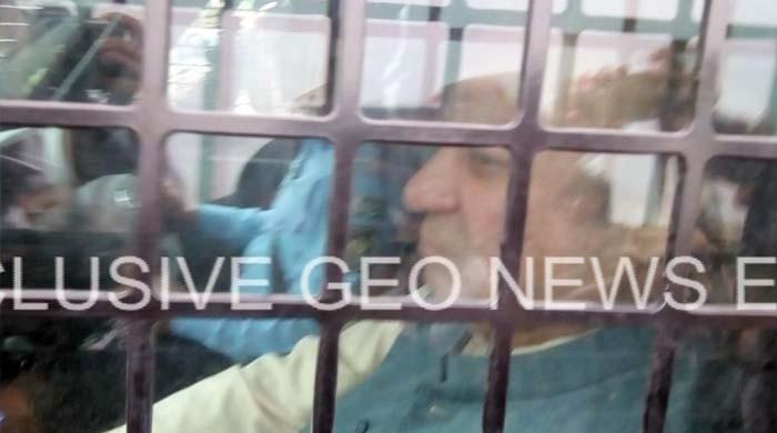 نوازشریف کی سخت سیکیورٹی میں بکتر بند میں اڈیالہ جیل سے احتساب عدالت پیشی