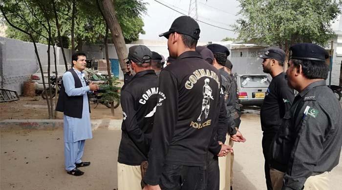 ایڈیشنل آئی جی کراچی امیر شیخ کا مختلف تھانوں کا خفیہ دورہ