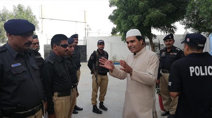 کراچی پولیس چیف کے تھانوں میں اچانک دورے: غیرحاضری پر 8 اہلکار معطل