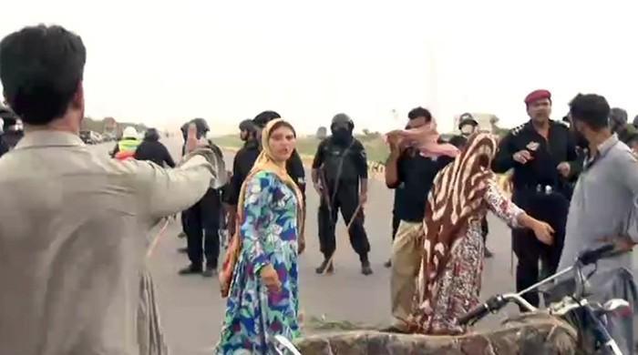 کراچی: منشیات فروشوں کیخلاف پولیس آپریشن کے دوران نوجوان کی ہلاکت پر احتجاج