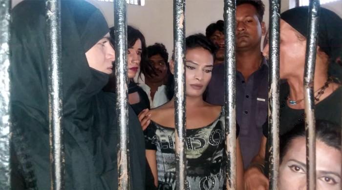 کراچی: عوامی شکایات پر غیراخلاقی سرگرمیوں میں ملوث کئی خواجہ سرا گرفتار