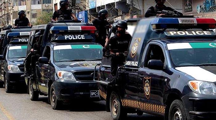 کرپشن الزامات: سندھ حکومت کی 18 اعلیٰ پولیس افسران کیخلاف کارروائی کی سفارش