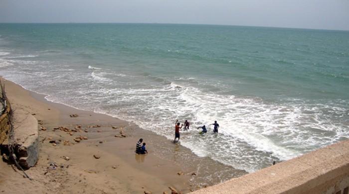 کراچی کے ساحلوں پر دفعہ 144 کے تحت نہانے پر پابندی