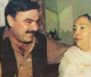 جھوٹی خبر:'نواز حکومت نے شیخ رشید کو والدہ کا جنازہ پڑھنے کی اجازت نہیں دی تھی'