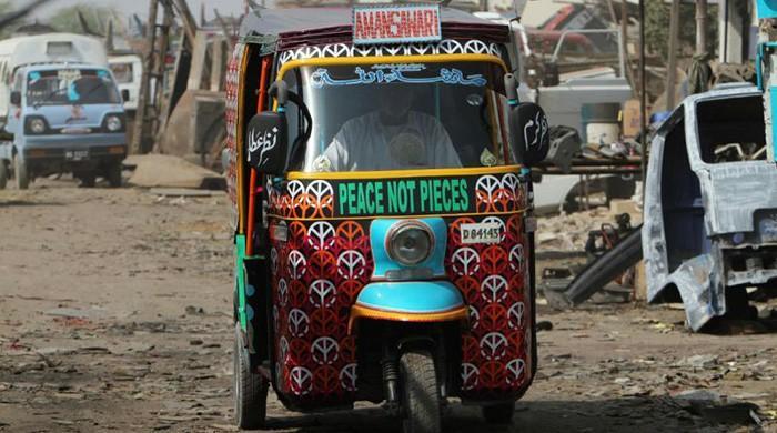 رکشے والوں کا 100 سے 150 روپے سے زائد کا چالان نہ کیا جائے، کراچی پولیس چیف