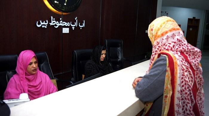 حکومتی عدم توجہ: تشدد کاشکار خواتین کی معاونت کا واحد ادارہ بندش کے قریب