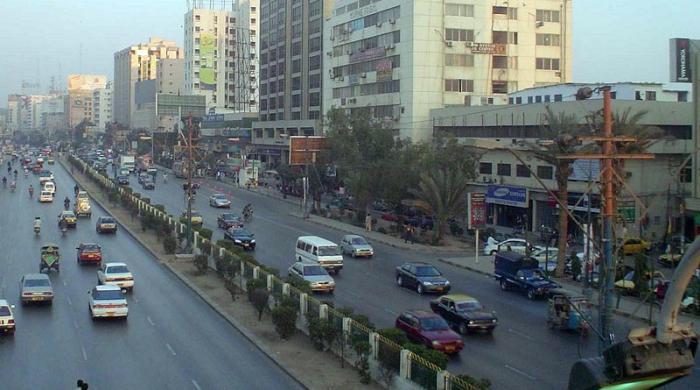 کراچی کے ساتھ ناانصافیاں: اب 'اندھا بانٹے ریوڑیاں اپنے اپنوں میں' نہیں چلے گا!
