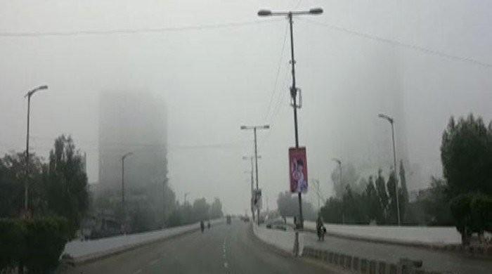 کراچی میں پھیلی دھند 'اسموک' ہے یا 'اسموگ'؟ فضائی ماہرین کیا کہتے ہیں