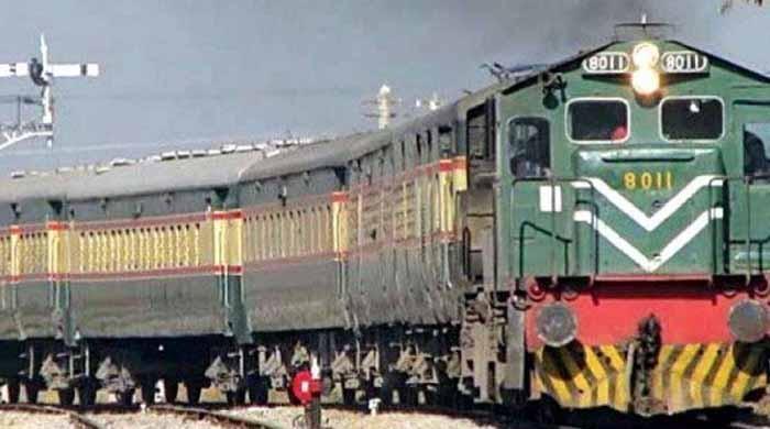 پاکستان ریلوے نے ٹرینوں کے کرایوں میں کمی کا اعلان کردیا