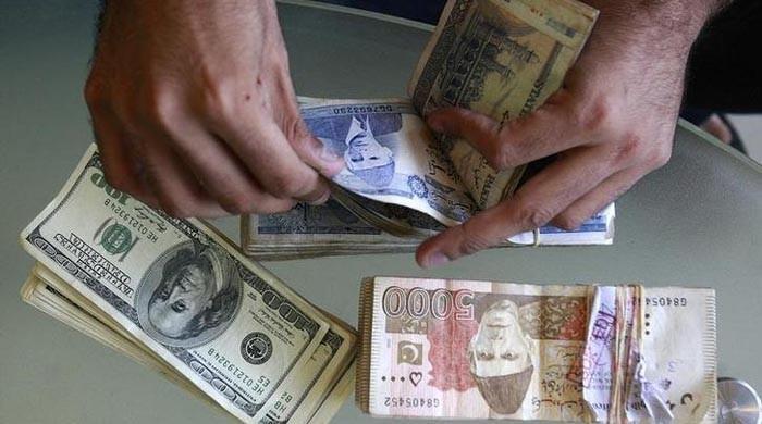 اسٹیٹ بینک نے حکومت سے پوچھے بغیر روپے کی قدرکم کی، وزیراعظم