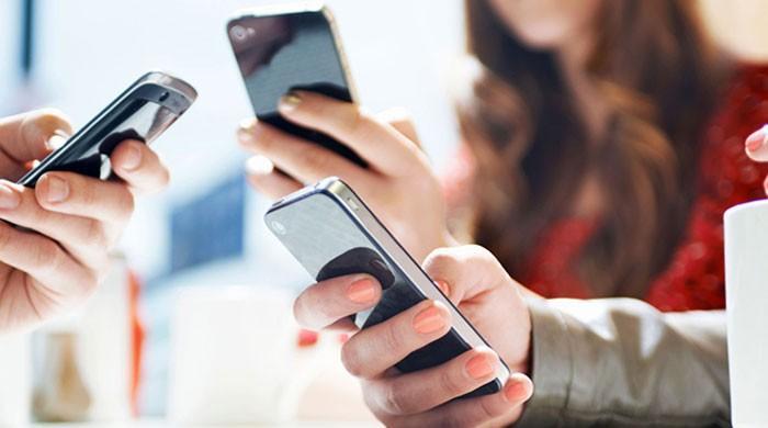 حکومت نے موبائل فونز پر ڈیوٹی بڑھادی، قیمتوں میں 20 ہزار تک اضافے کا امکان