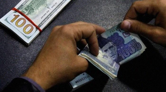 'حکومت بینکوں سے 50 ہزار سے زائد رقم نکلوانے پر عائد ٹیکس ختم کرنے پر رضامند'
