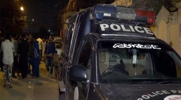 کورنگی فائرنگ واقعہ: 'پولیس اہلکاروں نے رائفل چھینے جانے سے متعلق جھوٹ بولا'