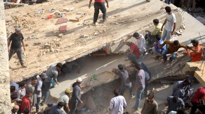 کراچی: جعفرطیار سوسائٹی میں 3 منزلہ عمارت گر گئی، 3 افراد جاں بحق