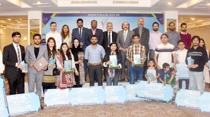 شعبہ صحافت سے وابستہ طلباء و طالبات کیلئے 'پُرعزم ایوارڈذ' تقریب