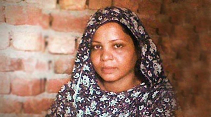 توہین رسالت کیس میں بری ہونے والی آسیہ بی بی پاکستان سے کینیڈا منتقل
