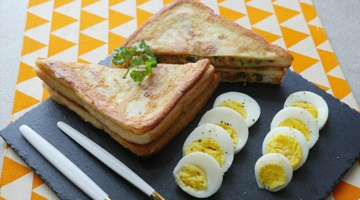 افطار دسترخوان پر آج فرائیڈ چکن تکہ سینڈوچز