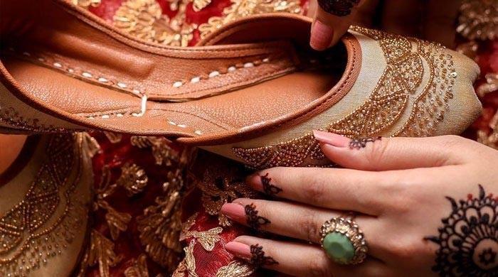 عید پر روایت اور جدت سے ملے جلے کھسوں کا فیشن