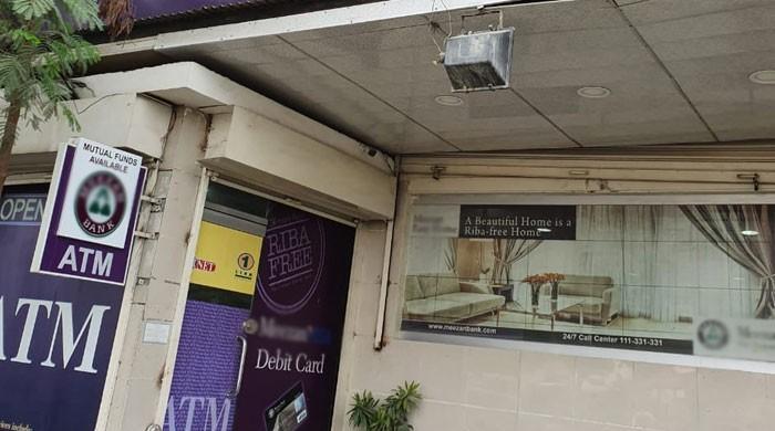 کراچی کے نجی بینک میں ڈکیتی، مسلح ملزمان 34 لاکھ روپے لوٹ کر فرار