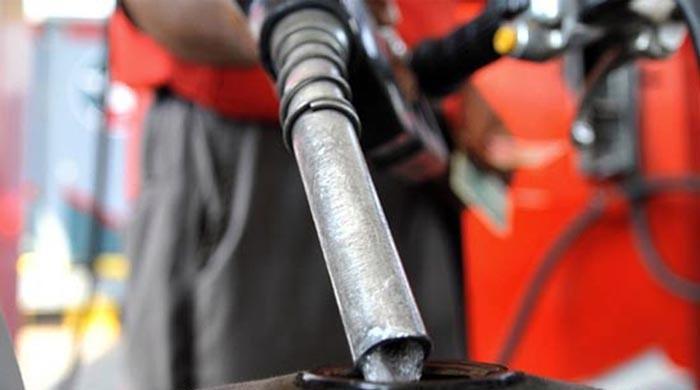 پیٹرول کی قیمت میں 5 روپے 15 پیسے فی لیٹر اضافہ