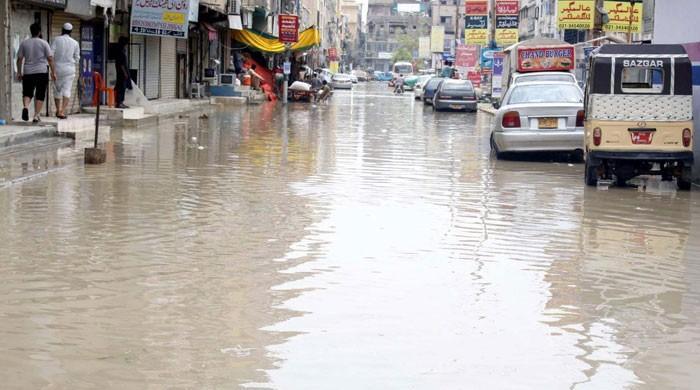 کراچی میں طوفانی بارش، سڑکیں تالاب بن گئیں، مختلف حادثات میں 12 افراد جاں بحق
